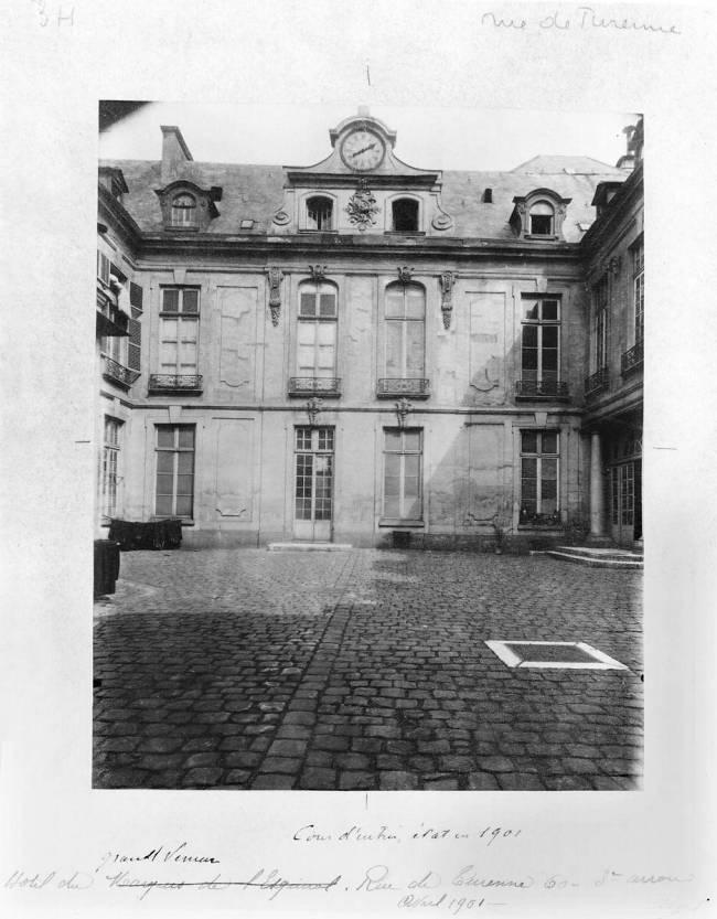 Hotel du Grand Veneur in Paris, 60 rue de Turenne by Eugène Atget ...