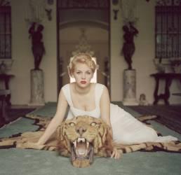 Beauty And The Beast (Slim Aarons) - Muzeo.com