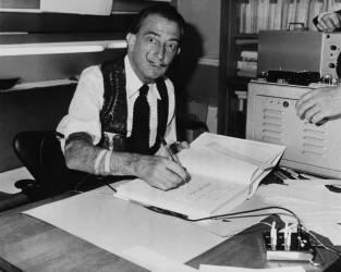 DECEMBER 10TH 1962, PARIS, SALVADOR DALI SIGNING HIS BOOK DALI DE GALA (KEYSTONE-FRANCE) - Muzeo.com