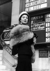 ELEGANTE A LONGCHAMPS 1953 (KEYSTONE-FRANCE) - Muzeo.com