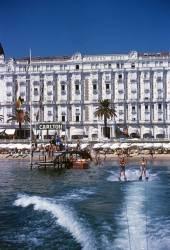 Hotel Sports (Slim Aarons) - Muzeo.com