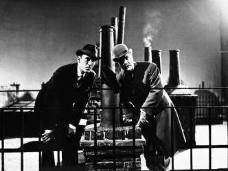 Les comediens Christopher Lee (Sherlock Holmes) et Thorley Walters (Dr. Watson) dans
