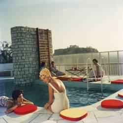 Penthouse Pool (Slim Aarons) - Muzeo.com