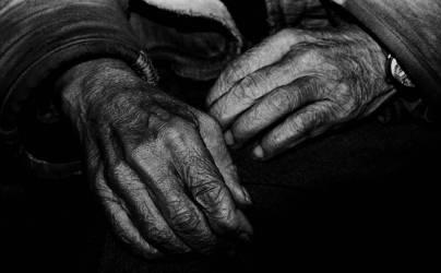 Hands of a construction worker – 1960 (Gérald Bloncourt) - Muzeo.com