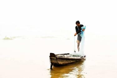 Mekong Mist - The fisherman - Vietnam (Lacène Chrystèle) - Muzeo.com