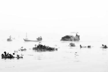 Mekong mist - Three boats - Vietnam (Lacène Chrystèle) - Muzeo.com