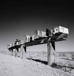 Boîtes aux lettres au Nevada (Shaun Higson) - Muzeo.com