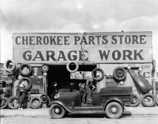 Auto parts shop. Atlanta, Georgia (Walker Evans) - Muzeo.com