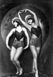 Femme danseuses de cabaret (anonyme) - Muzeo.com