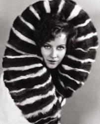 Greta Garbo (un boa en plumes autour du cou) Actress (1905-1990) (anonyme) - Muzeo.com