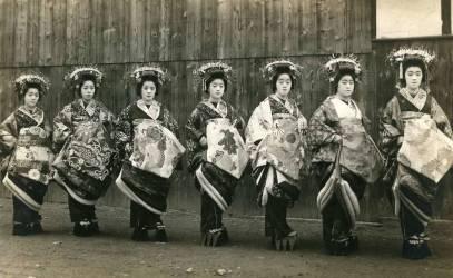 Seven Geishas (anonyme) - Muzeo.com