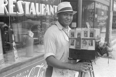 Itinerant photographer in Columbus, Ohio (Shahn Ben) - Muzeo.com