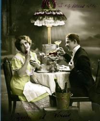 Couple d'amoureux en train de dîner. Carte poste fantaisie, vers 1910 (anonyme) - Muzeo.com