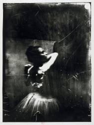 Danseuse ajustant sa bretelle (Edgar Degas) - Muzeo.com