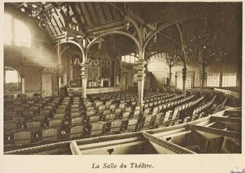 La Tour Eiffel - La Salle du Théâtre (Neurdein Frères) - Muzeo.com