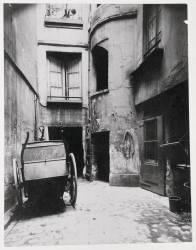 Vieille cour au 6, rue Sauval, Paris (Atget Eugène) - Muzeo.com