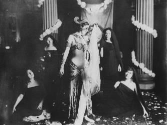Mata Hari exécutant des danses brahmaniques (anonyme) - Muzeo.com