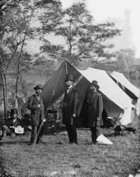 Abraham Lincoln with Allan Pinkerton and Major General John A. McClernand (Alexander Gardner) - Muzeo.com