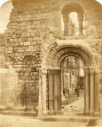 Church ruins with three men (Roger Fenton) - Muzeo.com