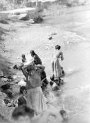 Washing at the River near Tehuantepec (Tina Modotti) - Muzeo.com
