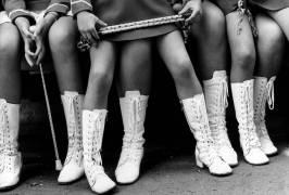 A group of majorettes (Hervé Gloaguen) - Muzeo.com