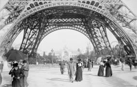 Tour Eiffel, Paris. Exposition universelle de 1900 (anonyme) - Muzeo.com
