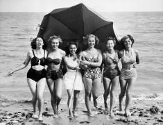 Holidays at the beach, 1930's (Keystone) - Muzeo.com
